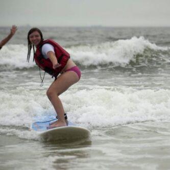girl-surfing